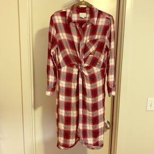 Plaid dress with knot detail